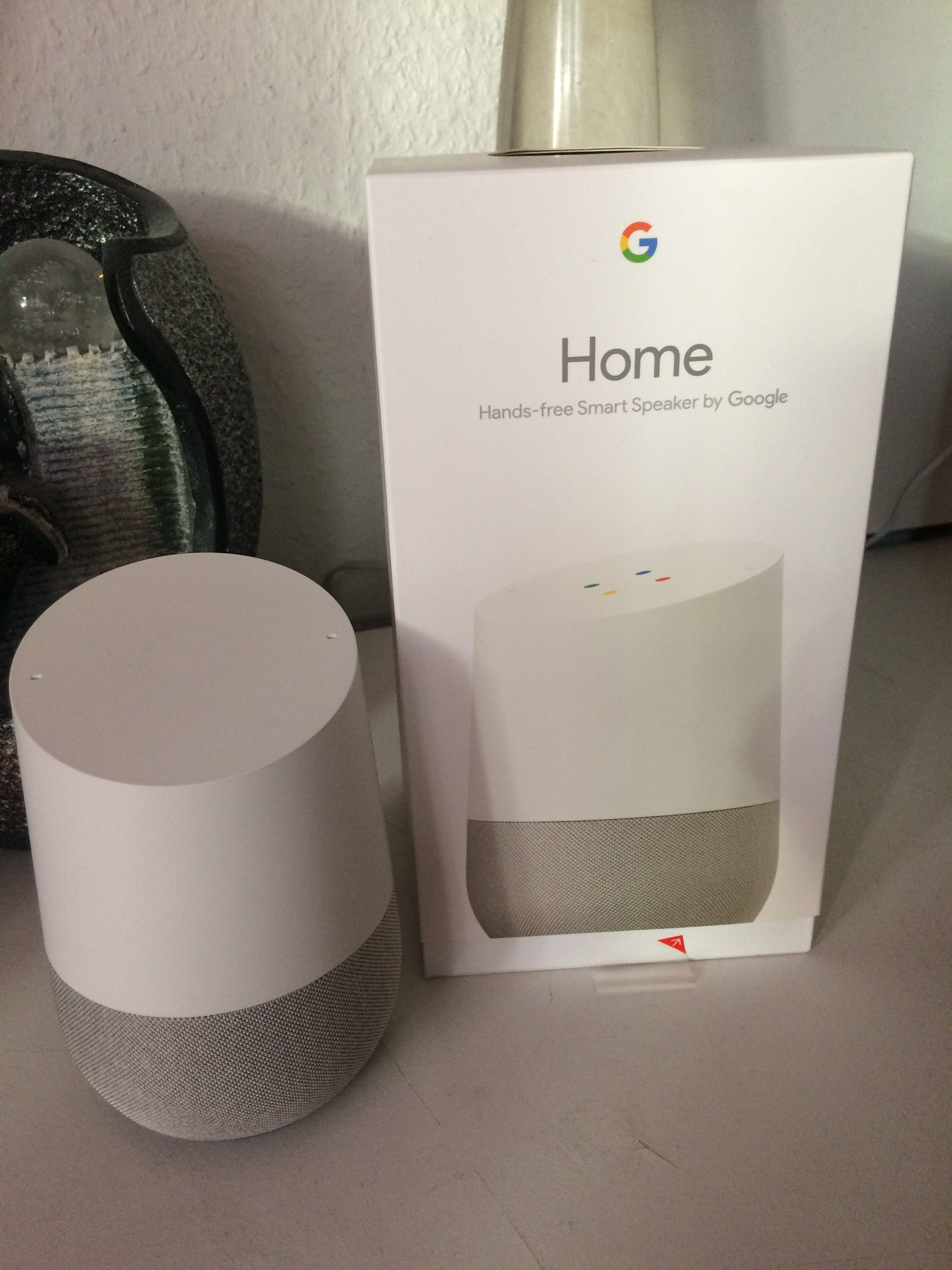 der smarte google home konkurriert mit amazon echo. Black Bedroom Furniture Sets. Home Design Ideas